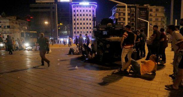Turkissa tapahtui vallankaappausyritys heinäkuussa. Yritys epäonnistui.