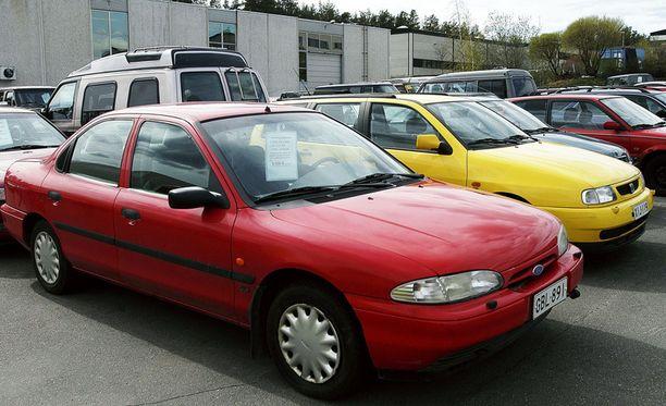 Tilastoinnin pohjat: Ford Mondeo 1998, hylkäysprosentti 55,57. Mutta - autolla on jo 16 vuotta ikää.