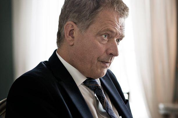 Sauli Niinistö otti valtiovarainministerin kokemuksellaan kantaa säästötoimiin.