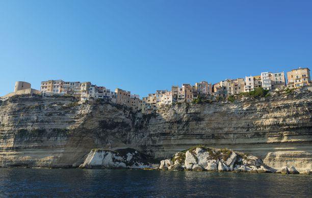 Bonifacion vanhakaupunki on pystytetty päätä huimaavaan paikkaan.