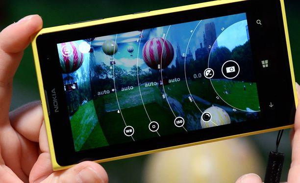 Uusien laitteiden on huhuttu olevan ainakin 5,2- ja 5,5-tuumaiset älypuhelimet. Kuvassa Nokia Lumia 1020.