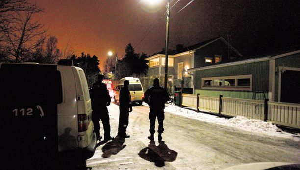 Kymmenkunta aseistautunutta poliisia piiritti Pispalan Erämiehenkadulla sijaitsevan omakotitalon ja oli valmistautunut rynnäkköön.