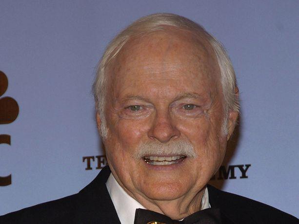 Päivien viemää -sarjaa 39 vuotta tähdittänyt John Clarke on kuollut 88-vuotiaana.