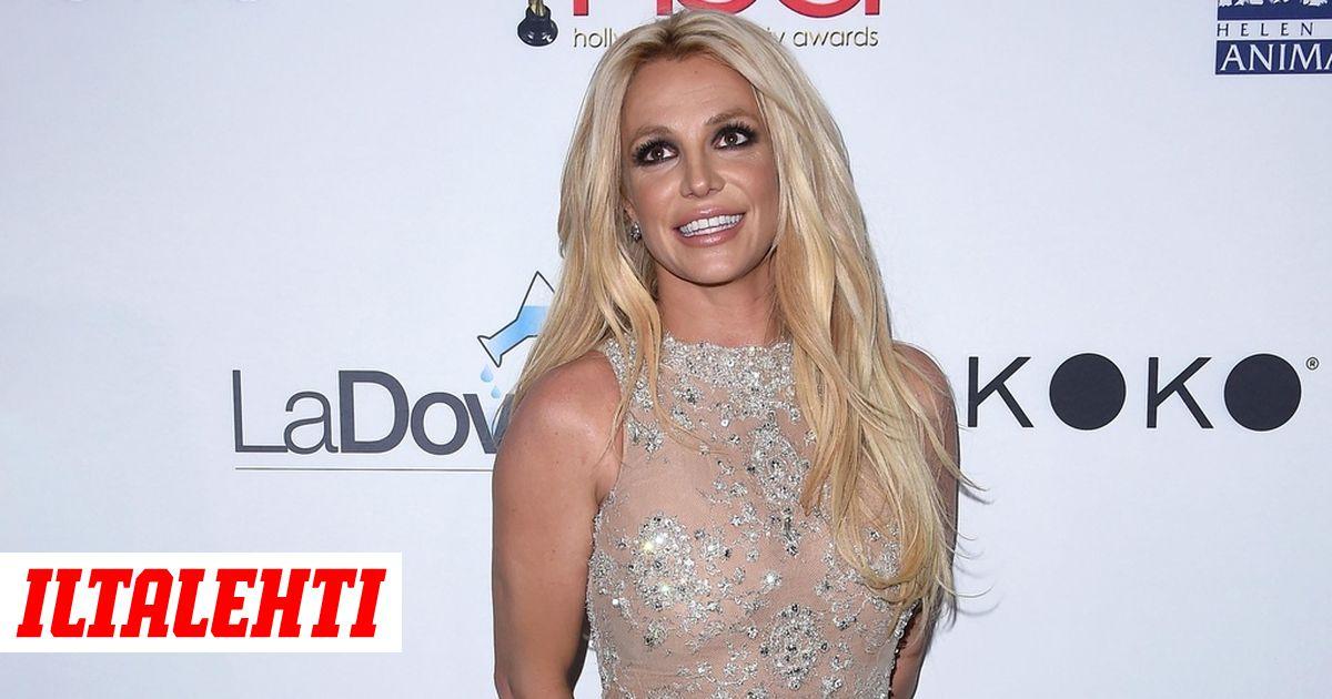 Britney Spears säväytti nakumekossa punaisella matolla