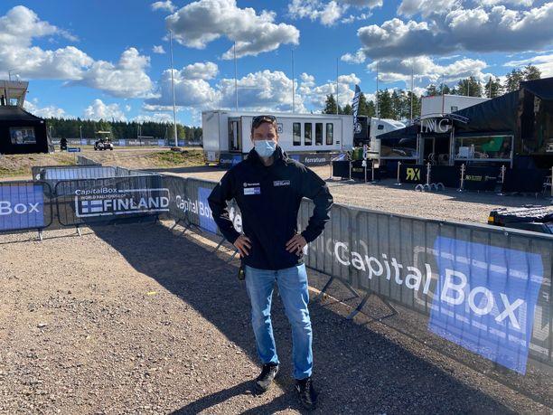 Jussi Pinomäki ideoi rallicrossin osakilpailun Suomeen.