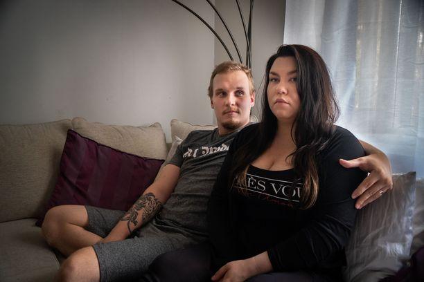 Niko ja Tiina ovat edenneet suhteessaan nopeasti. Tiina kuvailee ensimmäistä yhteistä vuotta parin tähän asti parhaimmaksi.