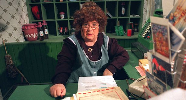 Vadelmamehustaan tunnettu Vaapukkala valmistautuu jouluun postimestari Olga P. Postisen johdolla.