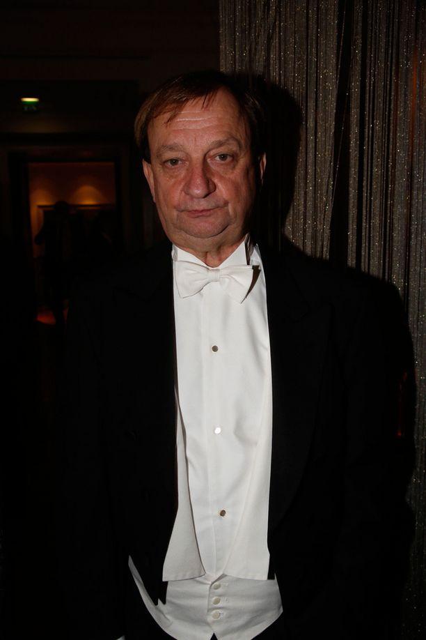 Myös ensimmäisen kauden kansanedustaja Harry Harkimo jatkoi juhlia vielä Kämpissä.