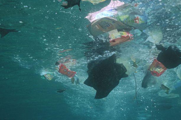 Maailman merissä kelluu valtavasti muovijätettä. Ecoalf-säätiön mukaan yli puolet siitä tulee Aasian maista.