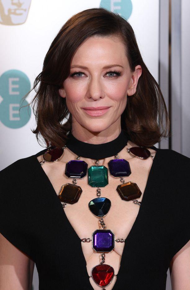 Cate Blanchett yllätti brunettina BAFTA-gaalassa.