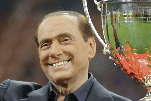 Silvio Berlusconi on suurisuu.