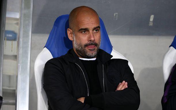 Man Cityn valmantaja Pep Guardiola sai mietittävää heti ottelun alussa.