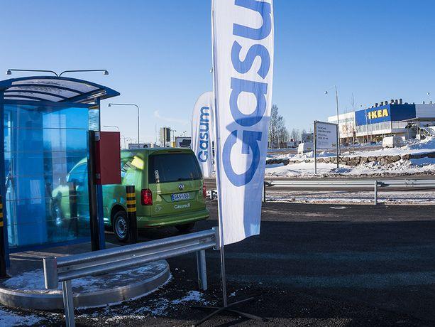 Huonekalujätti Ikean kupeeseen Espooseen avattiin kaasutankkausasema kolmisen vuotta sitten. Toistaiseksi asemien sijainti painottuu voimakkaasti niin sanottuun ruuhka-Suomeen.