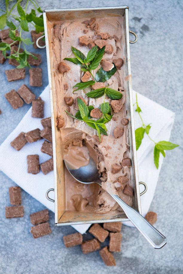 Paloitellut Pätkikset tuovat mintun makua suklaajäätelöön.