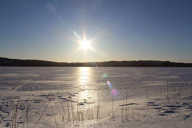 Kolea pohjoisvirtaus jatkuu, mutta auringosta päästään nauttimaan suuressa osassa maata.