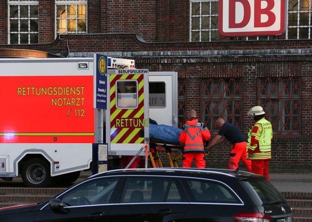 Poliisi vahvisti, että yksi ihminen kuoli ja kaksi muuta haavoittui Flensburgin asemalla.