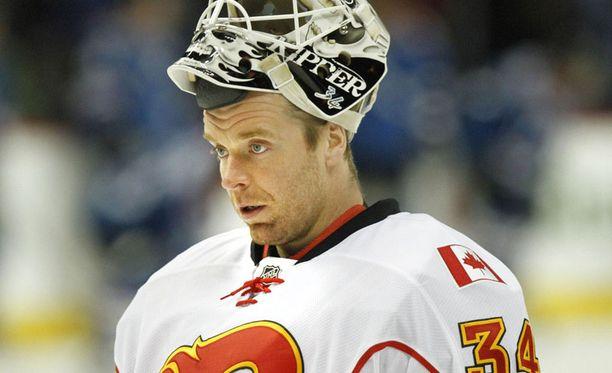 The Hockey Newsin toimittaja vaatii kolumnissaan, että Miikka Kiprusoff on kaupattava.