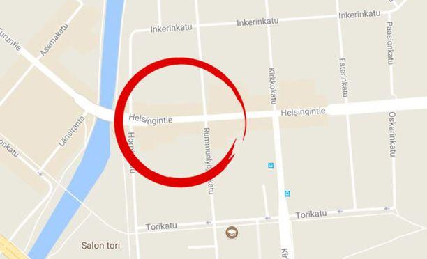 Humaltunut mies esitteli takapuoltaan Salon Helsingintiellä, potkittuaan ensin autoa Rummunlyöjänkadulla.