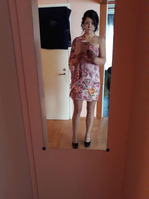 Renate on nyt innostunut käyttämään mekkoja.