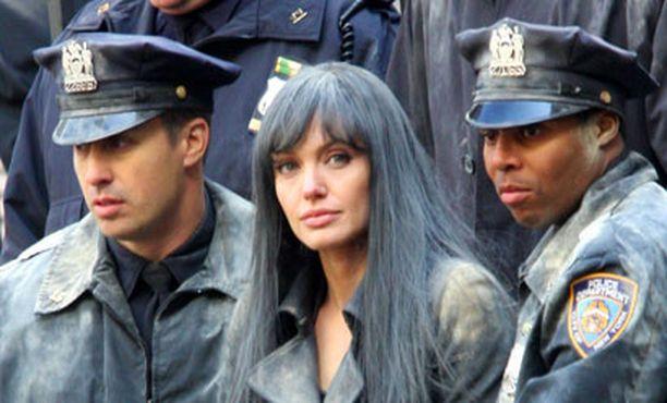 Angelina Jolie kuvaa uutta Salt-elokuvaansa New Yorkissa.