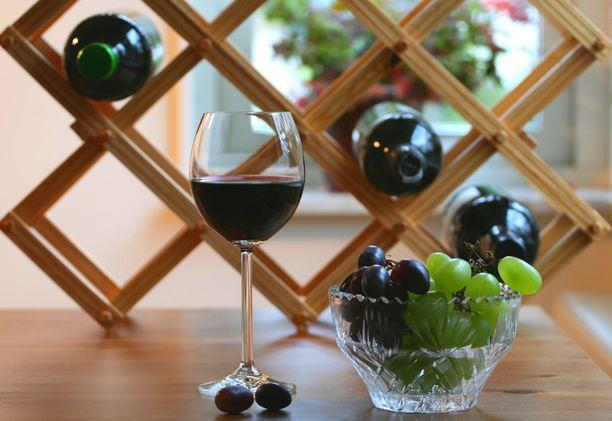 Viinipulloja ei kannata säilyttää pitkää aikaa auringon valossa.