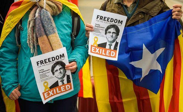 Myös Saksassa osoitettiin mieltä lähellä vankilaa, jossa Puigdemontia pidetään.