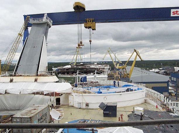 Turun telakalla rakennettiin Oasis of The Seas -alusta elokuussa.