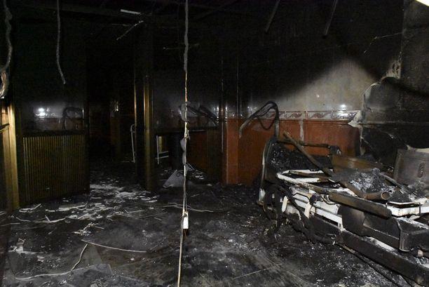 Suuri osa sairaalasta on palanut.