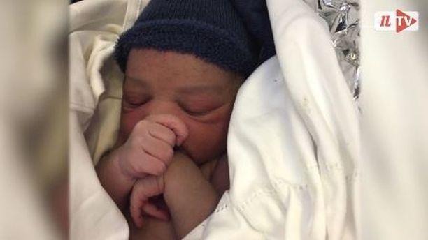 Jake-vauva syntyi valtameren yllä.