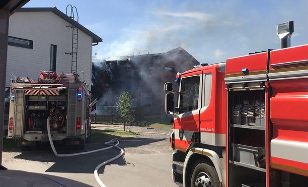 Espoon Kauklahdessa sijaitsevassa rivitalossa palaa kaksi huoneistoa.