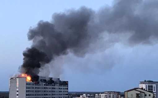 """Videokooste tulipalosta Porin keskustasta – """"Keskuskartanon"""" annettiin hallitusti palaa, jotta vältettäisiin pahat vesivahingot"""