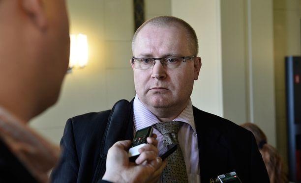 Perussuomalaisten ryhmäjohtaja Jari Lindström myöntää, että hänen olisi pitänyt lukea Soukolan puheenvuoro etukäteen.