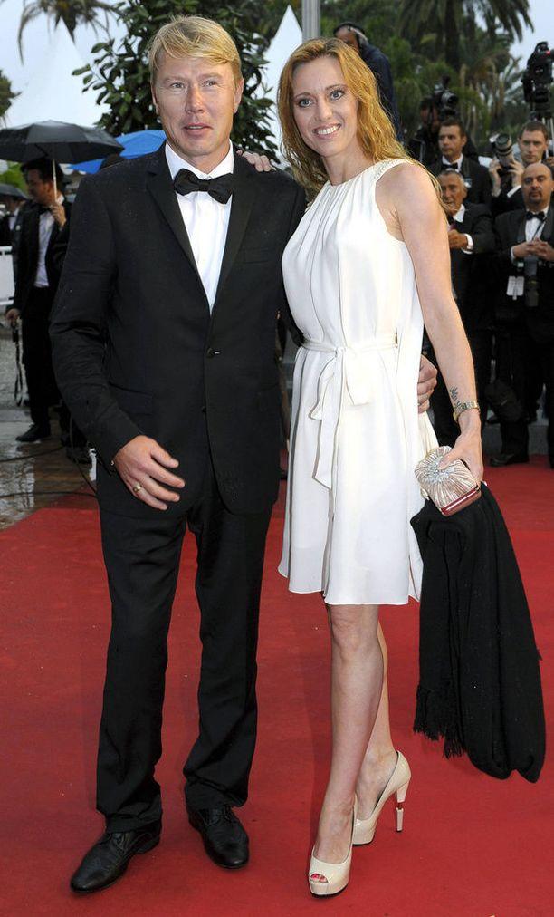 Mika ja Marketa punaisella matolla. Tässä pari edustaa Cannesin filmifestivaaleilla.