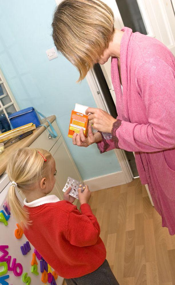 Outi Mäkitien mielestä D-vitamiinia pitäisi antaa lapsille nykyisin yhtä paljon kuin 60-luvulla.