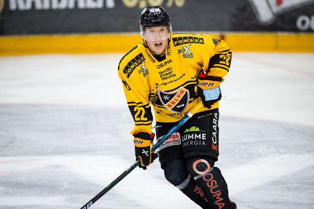 KalPan Aapeli Räsänen avasi liigauransa maalitilin Kärppiä vastaan.