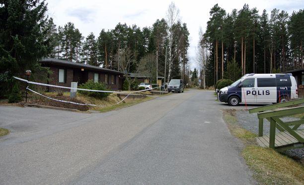Poliisi epäilee 15-vuotiaan tytön surmanneen samaa koulua käyvän ikätoverinsa Seinäjoen Joupissa sijaitsevassa omakotitalossa.