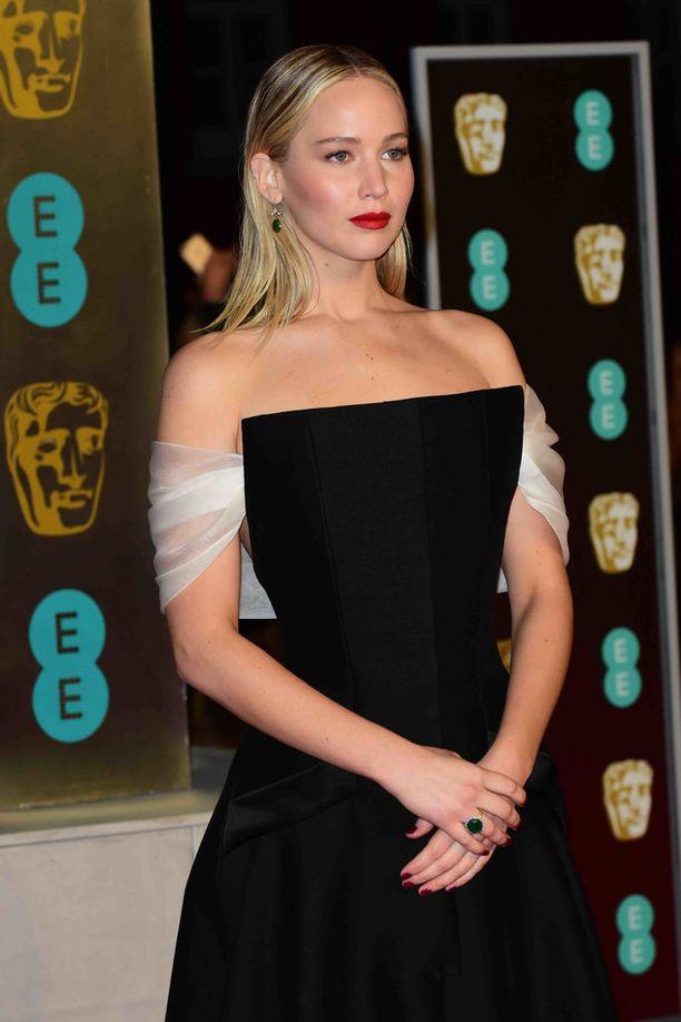 Jenniferin hiukset olivat piikkisuorat vielä BAFTA-gaalassa sunnuntai-iltana.