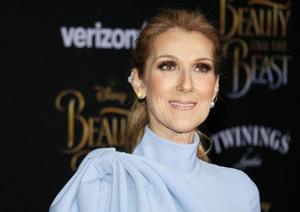Céline Dion kertoo kärsineensä yksinäisyydestä miehensä kuoleman jälkeen.