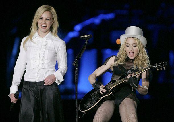 Britney ja Madonna esittivät yhdessä kappaleen Human Nature.