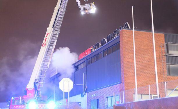 Palon sammuttamisessa kesti lähes kolme tuntia.