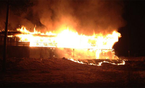 Tulipalosta on syntynyt runsaasti savua.