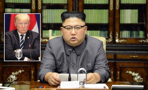 Donald Trump ja Kim Jong-un nimittelevät toisiaan vuorotellen hulluiksi.