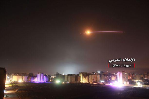 Israel iski torstaina Syyriassa oleviin Iranin tukikohtiin.