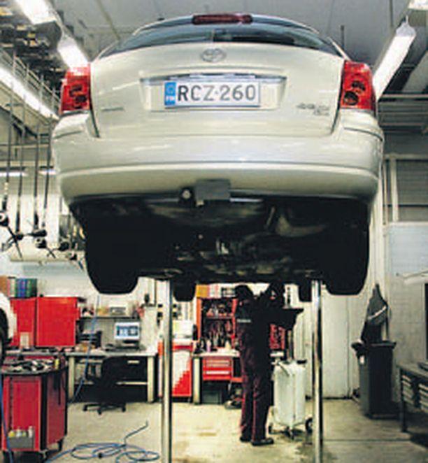 Tee se itse -työt ovat vähenemään päin samalla kun autoihin tulee yhä enemmän elektroniikkaa.