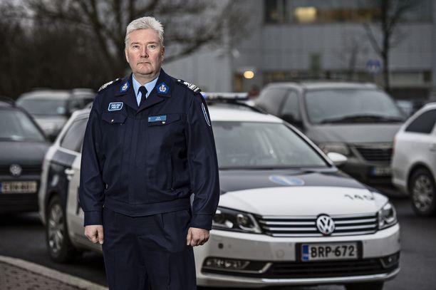 Helsingin poliisin Juha Hakolaa epäillään rikoksesta.