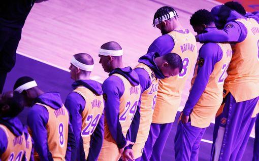 """Aavemainen hiljaisuus – Lakers sai tietää Kobe Bryantin kuolemasta matkalla vieraskiertueelta kotiin: """"Kaikki itkivät"""""""