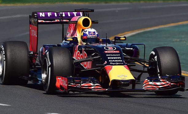 Red Bullin Daniel Ricciardo suhailee Renault'n moottorilla.