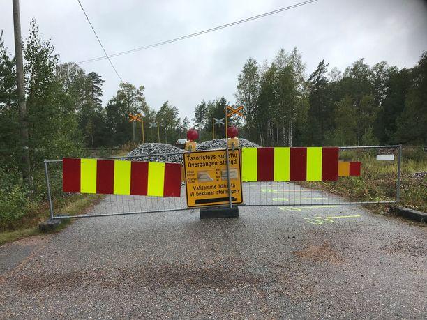 Tasoristeys suljettiin onnettomuuden jälkeen.
