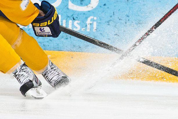 Allsvenskanissa selviteltiin pelivarusteiden väriä. Kuvituskuva.