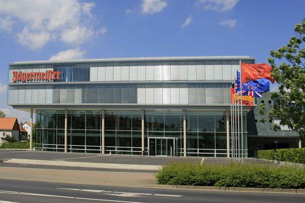 Jägermeisterin tehdas sijaitsee keskustan laita-alueella. Siellä järjestetään saksaksi tai englanniksi opastettuja kierroksia.
